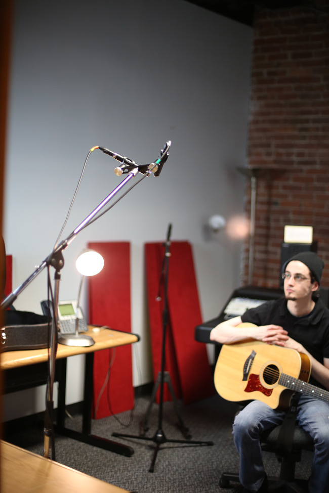 Knowledge Base - 10 Microphone Placement Techniques for Acoustic Guitar